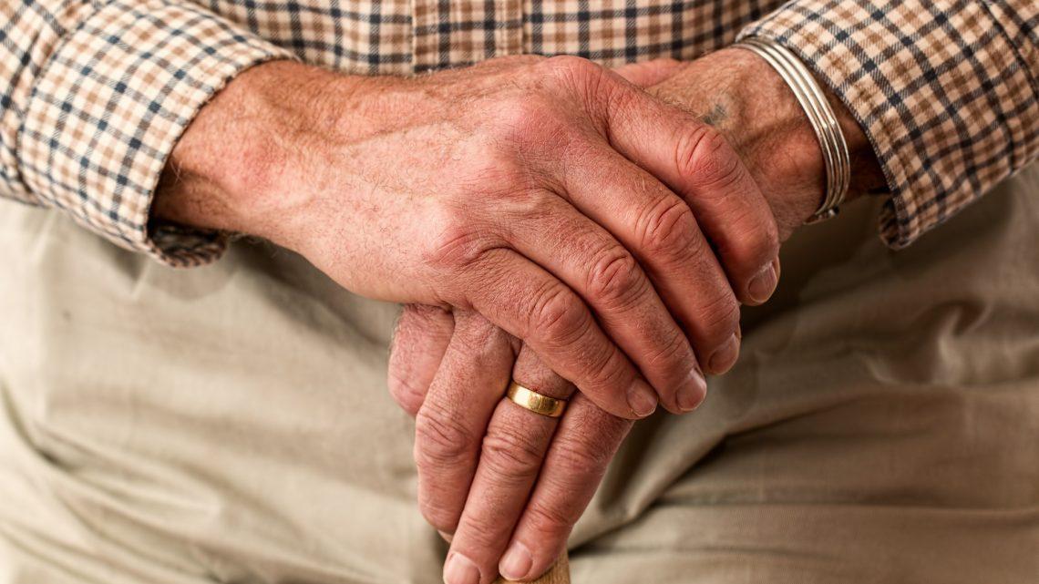 Comment choisir le meilleur régime d'assurance santé pour les personnes âgées?