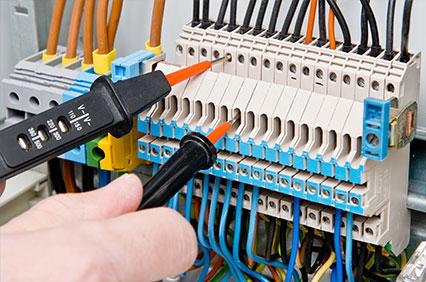 Les différentes démarches à suivre pour vérifier la conformité d'une installation électrique