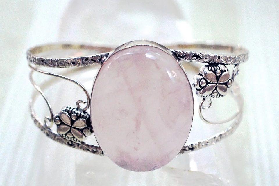 La pierre de quartz rose : que faut-il savoir sur cette gemme ?